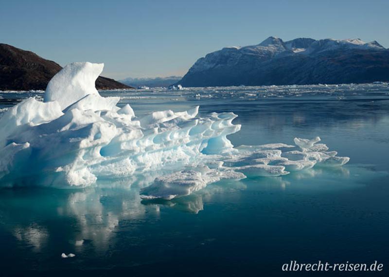 Eisberge bei Narsatsiaq im Bredefjord