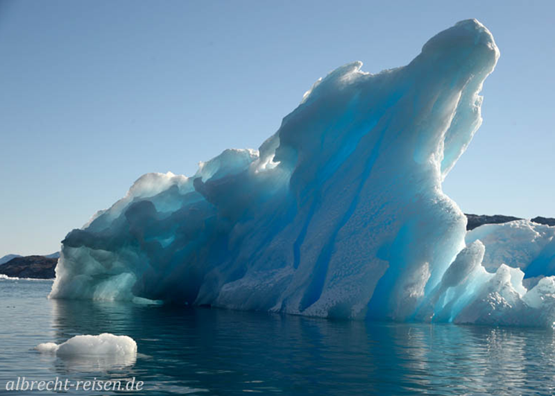Eis-Skulpturen bei Narsatsiaq im Bredefjord
