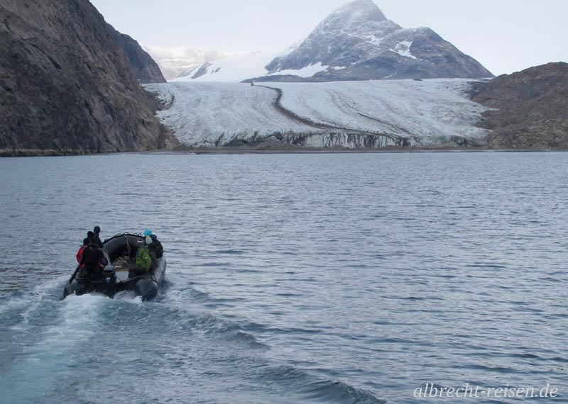 Zodiacfahrt zum Semilinguaq-Gletscher