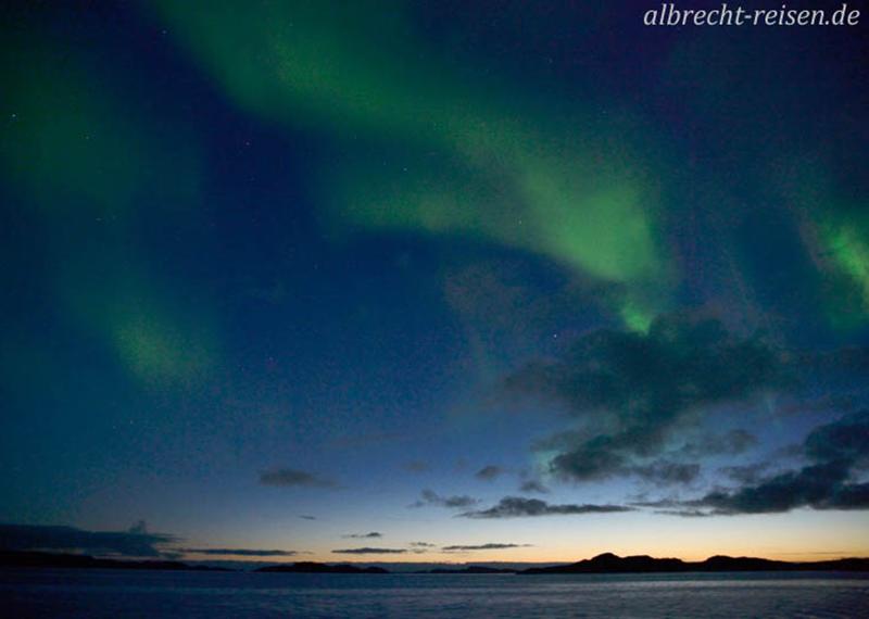 Nordlicht während der Abenddämmerung