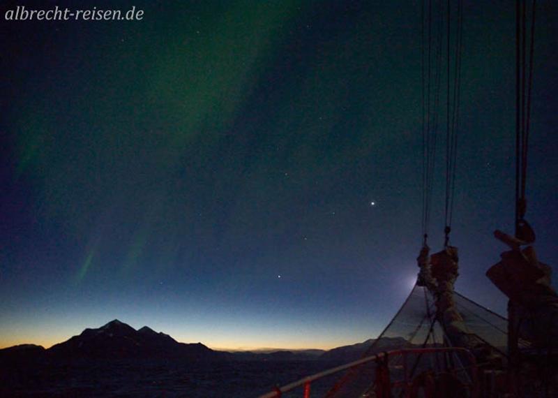 Nordlicht und die Planeten  Venus, Mars und Jupiter am Morgenhimmel